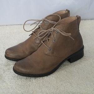 Bogs Taupe Kristina Chukka Leather Boots